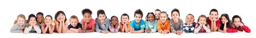 Kinder Lieben eine Hüpfburg