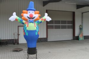 Skydancer Clown macht kindern spass