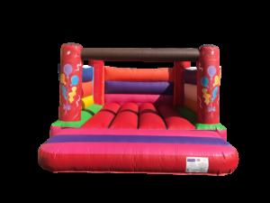 Farbige Hüpfburg mite Ballonen vom Kindergeburtstag