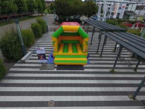 Hüpfburg für Erwachsene und Kinder